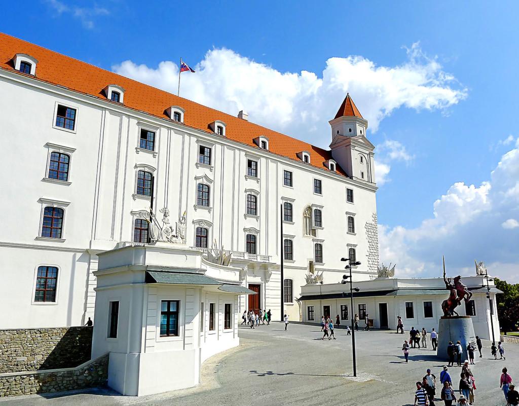 Bratislava__castle size