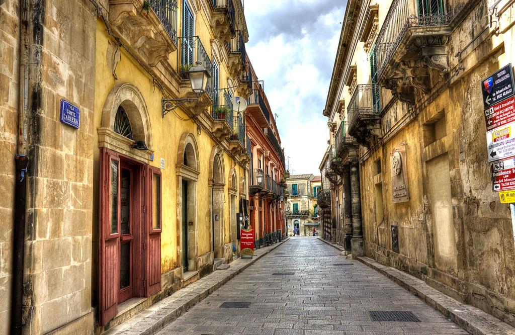 Sicily street size
