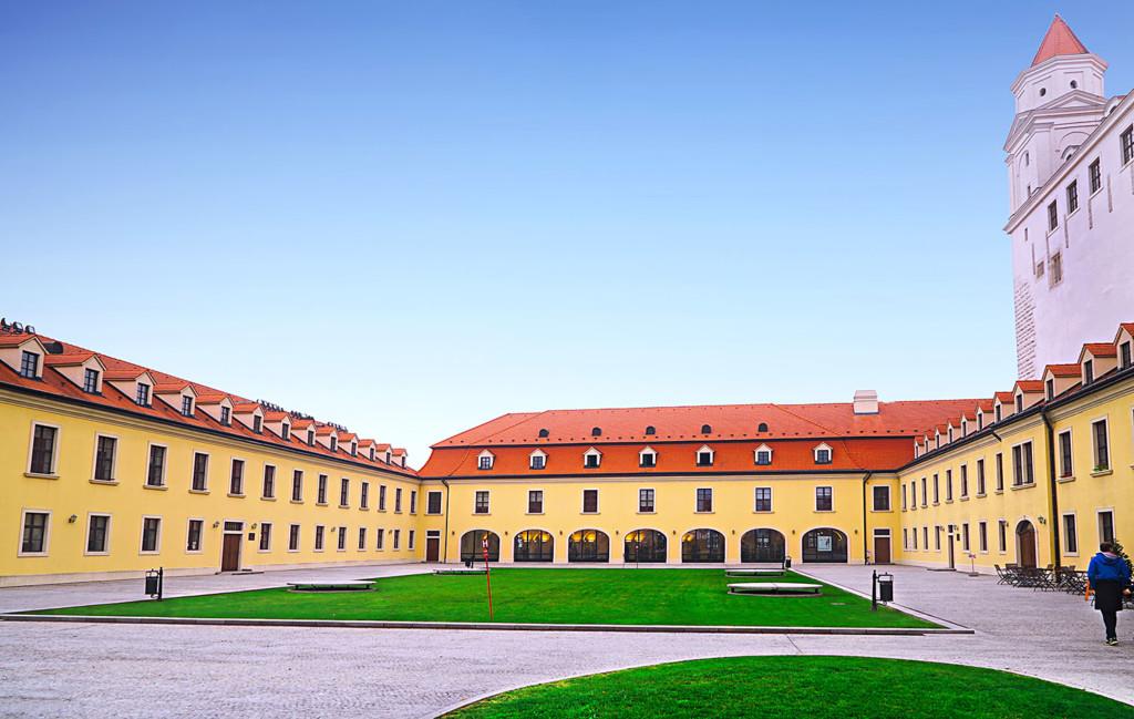 bratislava-castle-ii-landscape-pro-size